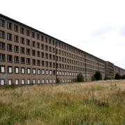 Der Koloss von Prora - Hier wohnten die Zwangsarbeiter. (Foto: 3quarks / iStock / Getty Images Plus)